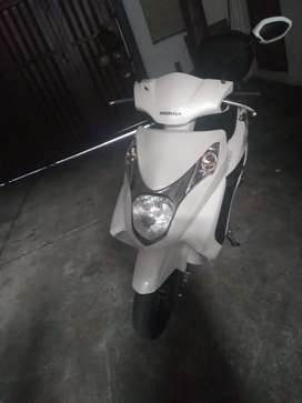 Se vende moto elite 125 Honda, modelo 2016, 25mil km, papeles para mayo y junio 2021 en buen estado