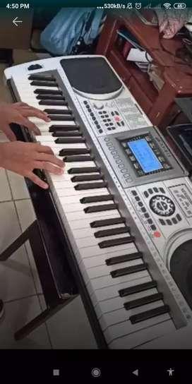 Piano nuevo  sensible a $100