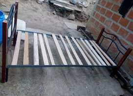 CAMA TUBULAR Y CEDRO,1m × 2m con tablas