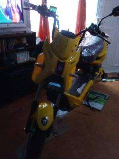 vendo moto modelo pantera color amarillo electrica