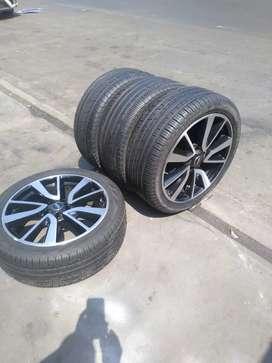Vendo aros 19 de aluminio con llantas Pirelli