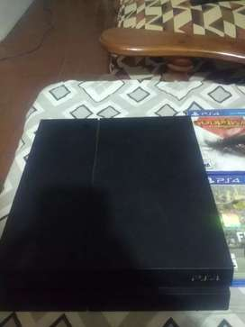 Vendo PS4 fat 500gb sin joystick con 4 juegos