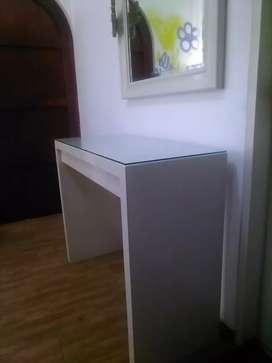 Mesa y Espejo para dormitorio