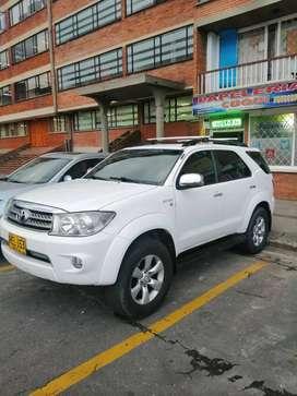 Toyota Fortuner, automatica, gasolina, 4x2, 7 Puestos