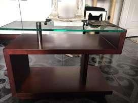 Mesa en madera y vidrio marca casa oben-vita home