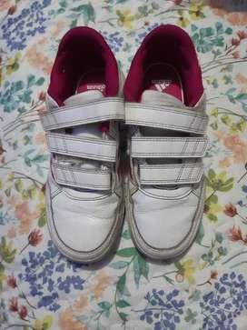 Vendo Zapatillas para Niña