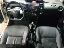 Se vende Toyota Etios.