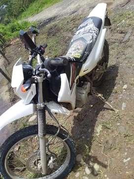 Vendo  moto  yamaha 125/ negociable/