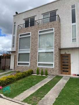 Rento moderna casa en Urbanizacion cerca al Cuartel Davalos