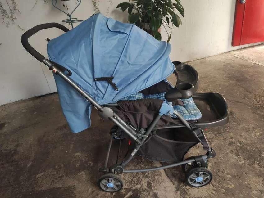 Lindo Coche azul para bebé 0