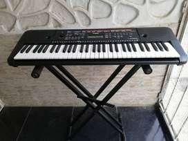 Teclado Yamaha PSR E263 de 5 octavas , 61 teclas.