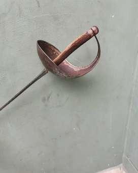 Antiguo florete de hierro, esgrima  mide 103 cm