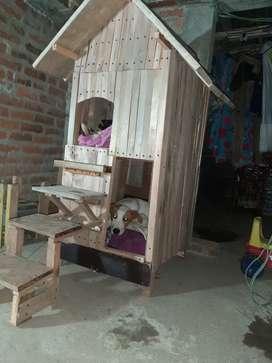 Bendo casa de dos pisos para perros
