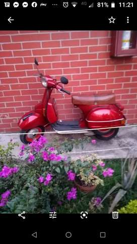 Se vende moto piagio vespa modelo 96 muy bonita de coleccion