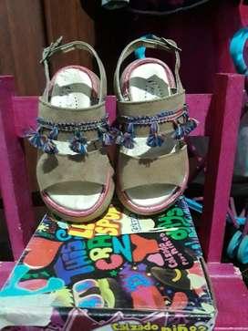 Sandalias con Flecos Talle 22