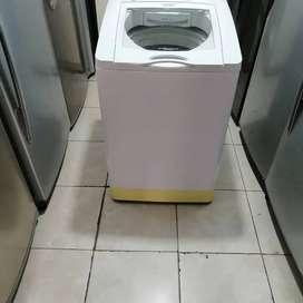 Lavadora 28 libras, blanca, de perilla, molino corto