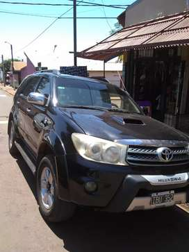 Vendo Toyota Hilux sw4 automática 4x4 cuero 7 asientos