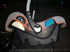 Butaca huevito infanti con base para auto