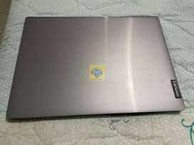 Laptop Lenovo Amd 3020 4GB Ram 500GB Disco 14 pulgadas plateada NUEVA de exhibición con garantia