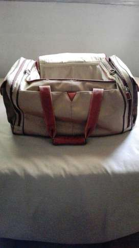 VENDO BOLSO SIMIL CUERO MARCA JOHNSTON Y MURPHY