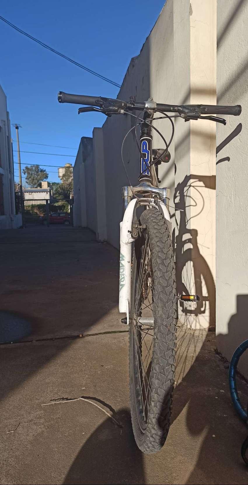 Bicicleta MTB, marca: SLP 100 pro. Rodado 26. Componentes Shimano.