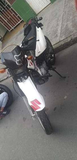 Moto Quinqui con Todo de Dr 200