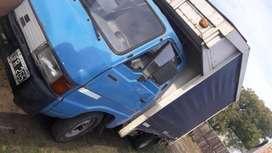 Kia2400 camion con caja mudancera motor hecho a nuevo
