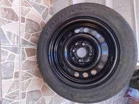 Se vende aro 14 con llanta usada 185/65R14 86H en la ciudad de Piura.