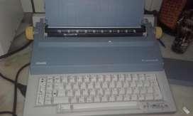 Máquina de escribir Olvetti ET Personal 55