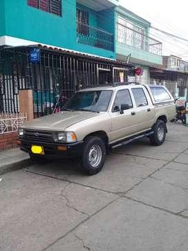Se Vende Toyota Hilux 4x2 Año 1999 tipo Pickup