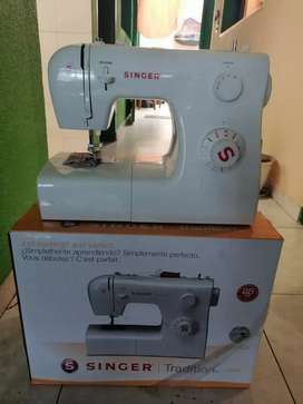 Se vende maquina. De coser