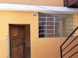Casa en alquiler de 2 habitaciones, 1 baño, 1 cocina y 1 patio para lavandería