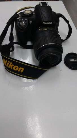 vendo camara nikon D3100/ CON ZOOM INTERCAMBIABLE