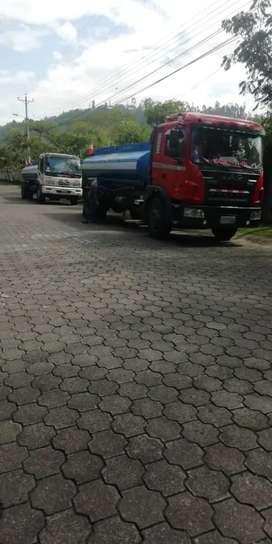 Tanquero de agua potable Quito