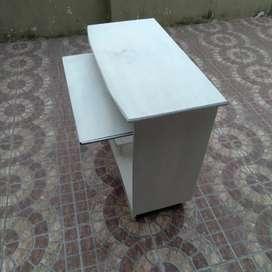 Mesa escritorio pc de pino,usada buen estado