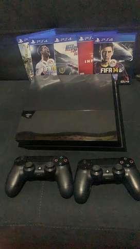 PS4 + 5 Juegos originales