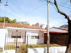 VENDO/PERMUTO - CASA CENTRICA EN MERCEDES CTES.