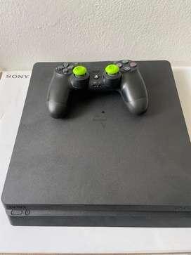PS4 - 1 año de uso