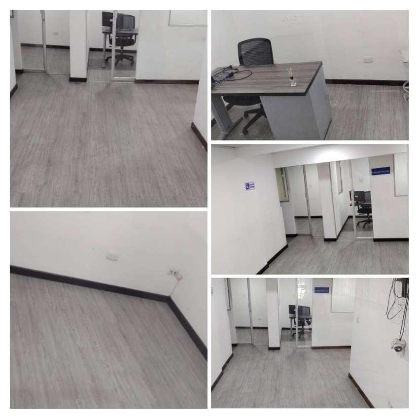 Oficinas bien iluminadas con área privada