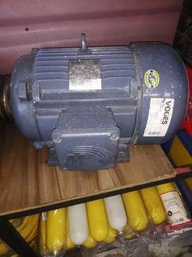 Motor eléctrico  trifásico  de 15 Hp 3530 RPM