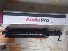 Trípode metálico extensible ideal para parlantes para entrada de 3.cm. Pasador de seguridad audiopro