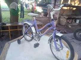 Vendo  bicicleta d niña en muy buen  estado