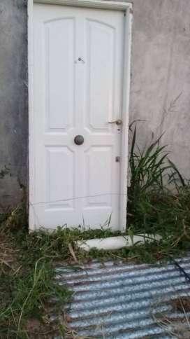 Puerta. Nueva  reforzado doble traba