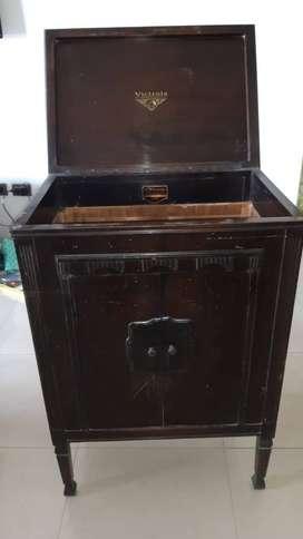 Antiguo mueble Victrola (sin la victrola)