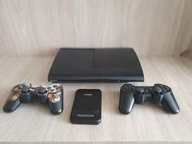 Vendo play station 3 super slim de 250 gigas programada con Hen, 2 controles y sus  respectivos cables