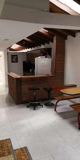 Alquilo habitación persona sola, centro de rionegro amoblada incluye cervicios.