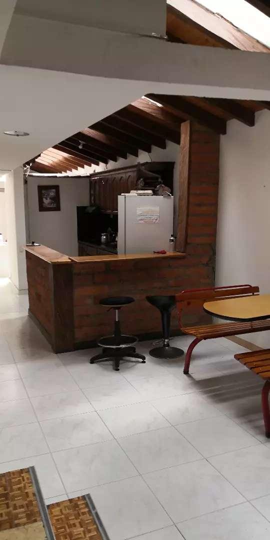 Alquilo habitación persona sola, centro de rionegro amoblada incluye cervicios. 0