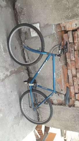 Vendo bicicleta ,le falta la cámara de adelante y ajustar los cambios solo eso