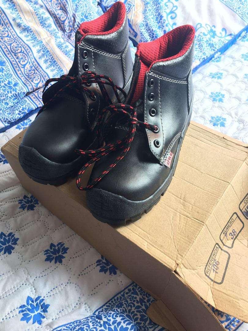 Botas punta de acero nueva 38
