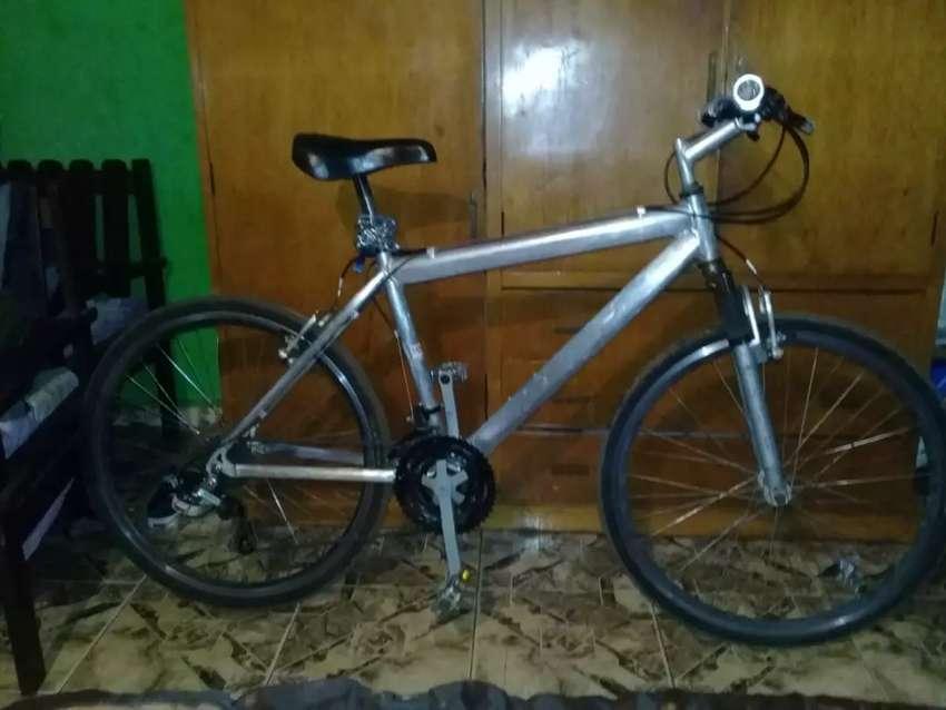 Vendo bici de alumunio en buen estado 0